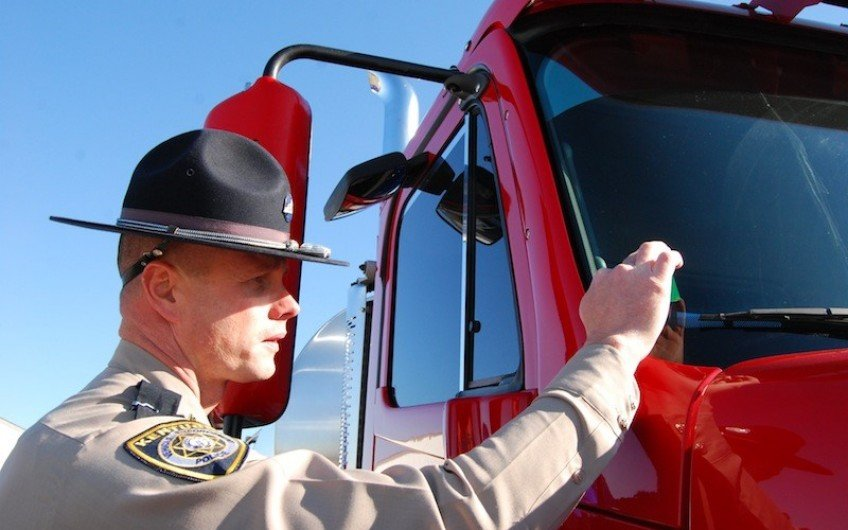 8 Tips When You Get Pulled Over to Protect your CDL license